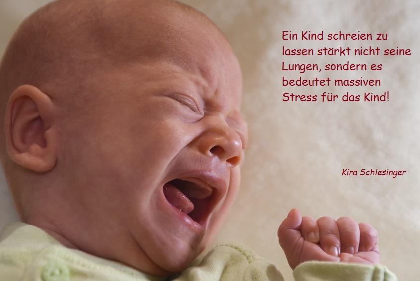 Ein Kind schreien zu lassen stärkt nicht seine Lungen, sondern es bedeutet massiven Stress für das Kind!