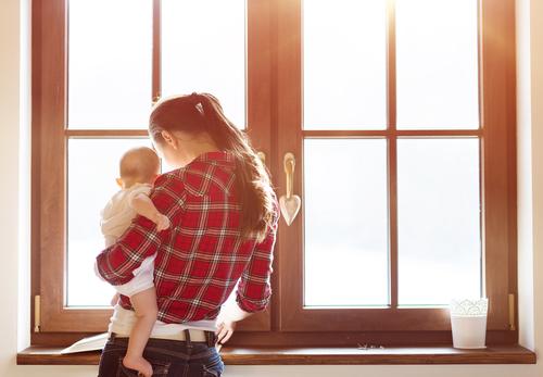 Baby tragen - Das kann schon mal eine Belastung für den Rücken sein