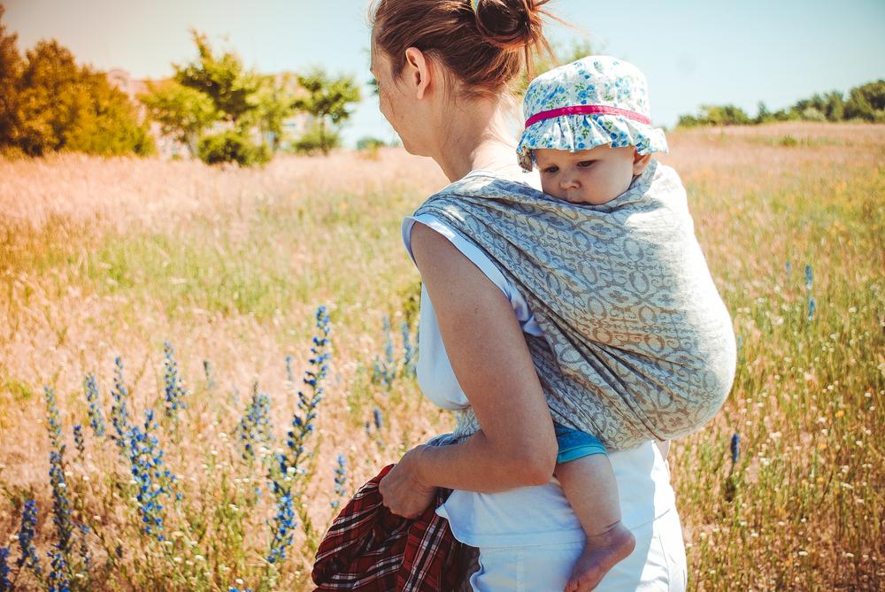 Baby tragen - Von hier aus kann ich die Welt erkunden