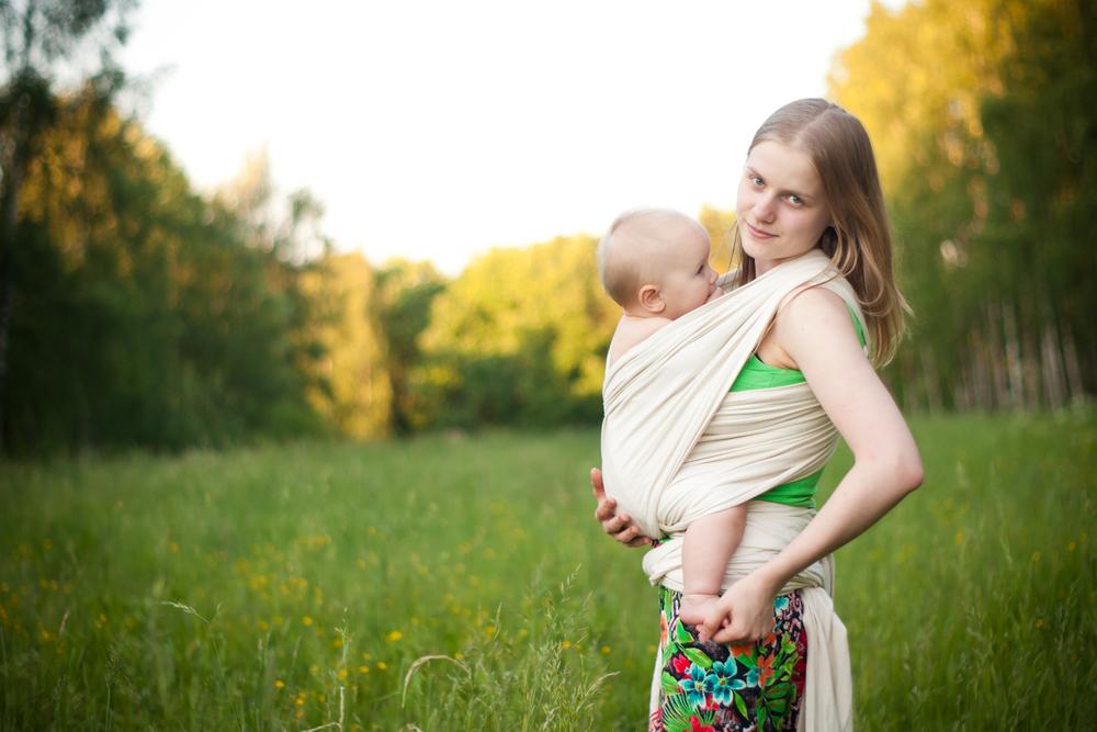 Baby tragen - Sicher und geborgen bei Mama
