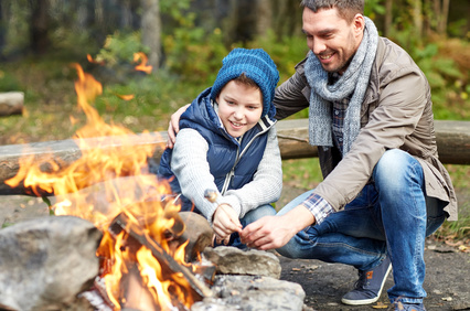 Von der Erziehung zur Beziehung - Vater und Sohn am Lagerfeuer