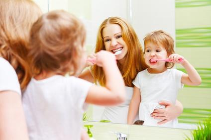 Zähneputzen beim Kleinkind - 10 Tipps wie es erfolgreich funktioniert