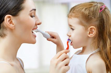 Zähneputzen beim Kleinkind - Sei kreativ und einfallsreich