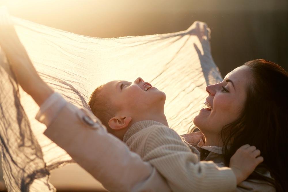 Lachen, der weiche Blick, Beziehung